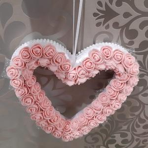 Szív alakú rózsa koszorú , Otthon & Lakás, Dekoráció, Ajtódísz & Kopogtató, Virágkötés, Mindenmás, Szív alakú virágkoszorú,több mint 60 db halvány barack szinű habrózsából,fehér szatén szalaggal bevo..., Meska