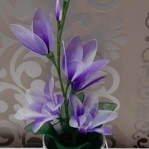 Fantázia virág harisnyából , Otthon & Lakás, Dekoráció, Csokor & Virágdísz, Virágkötés, Mindenmás, Harisnyából készült lila-fehér színátmenetes fantázia virág,melynek magassága kb 40 cm,5 db csodaszé..., Meska