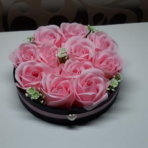 Szappanrózsa box 11 db-os, Otthon & Lakás, Dekoráció, Csokor & Virágdísz, Virágkötés, Mindenmás, 11 db-os rózsaszínű illatosított  szappanrózsa box.\nÁtméröje 12 cm.\nMinden nő imád rózsát kapni aján..., Meska