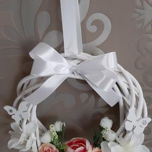 Tavaszcsalogató ajtódísz, Otthon & Lakás, Dekoráció, Ajtódísz & Kopogtató, Virágkötés, Mindenmás, Tavaszcsalogató ajtódísz ????\nKiváló minőségű selyemvirágokból,20 cm átmérőjű fonott vesző alapon,pi..., Meska