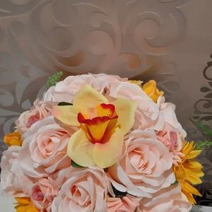 Esküvői selyemcsokor, Esküvő, Menyasszonyi- és dobócsokor, Virágkötés, Mindenmás, Gyönyörű krémszínű rózsából és napsárga napraforgóval készített csokorral a Nagy napon is ékes dísz ..., Meska