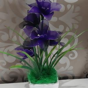 Csónak orchidea(cybidium) harisnyából , Otthon & Lakás, Dekoráció, Csokor & Virágdísz, Virágkötés, Mindenmás, A lila és fekete párosa mindig jól összeillik. \nÚjra orchidea készült, cymbidium,kocka alakú virágcs..., Meska