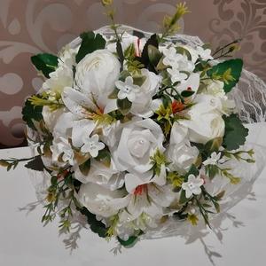 Menyasszonyi csokor/örökcsokor hófehér, Esküvő, Menyasszonyi- és dobócsokor, Menyasszonyi- és dobócsokor, Virágkötés, Mindenmás, Hófehér menyasszonyi csokor liliomból,rózsából és bazsarózsából készült. \nA csokrot hófehér csipke ö..., Meska