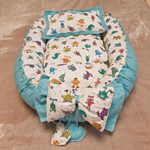 Babafészek - szörnyikés, Játék & Gyerek, 3 éves kor alattiaknak, Alvóka & Rongyi, Varrás, A babafészek lágyan öleli körbe a babát, akár az anya óvó karja, aki így biztonságban és kényelemben..., Meska