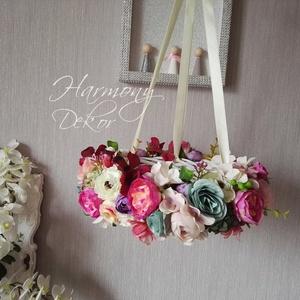 Színes függő virágkoszorú, Otthon & Lakás, Dekoráció, Csokor & Virágdísz, Mindenmás, Rengeteg apróbb fejű, színes, vidám selyemvirágokkal díszítettem egy vessző koszorú alapot, gondosan..., Meska