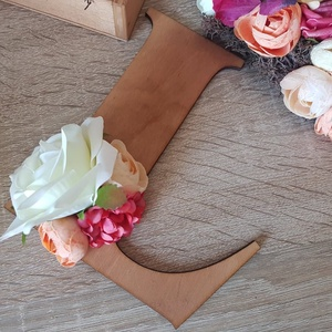 Fa virágos betű névtábla gyerekszobába, Otthon & Lakás, Dekoráció, Falra akasztható dekor, Mindenmás, Virágkötés, Meska