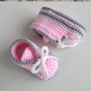 Rózsaszín-fehér-szürke fűzős babacipő, Gyerek & játék, Baba-mama kellék, Esküvő, Nászajándék, Táska, Divat & Szépség, Ruha, divat, Gyerekruha, Baba (0-1év), Horgolás, Kötés, Trendi kézzel horgolt kisbaba cipő.\nKeresztelőre, ajándéknak ünnepre, de hétköznapokra is kiváló vis..., Meska