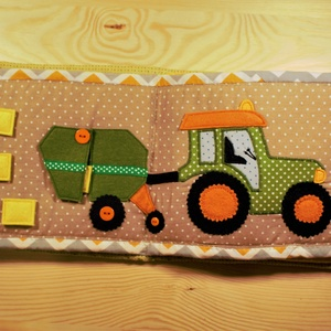 Csendeskönyv olda- Bálázó traktor, Gyerek & játék, Játék, Készségfejlesztő játék, Varrás, Egy 6 oldalas foglalkoztató könyv 2 oldalát látod itt, bálázó és a traktor, levehető bálákkal.\n\nA cs..., Meska