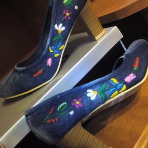 Kalocsai kézzel hímzett cipő, Babacipő, Babaruha & Gyerekruha, Ruha & Divat, Hímzés, Kézzel hímzett kalocsai mintás farmercipő a kért méretben. \nPostázom is előreutalást követően. ..., Meska