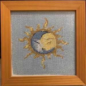 Nap és éj gobelin , Otthon & Lakás, Dekoráció, Falra akasztható dekor, Hímzés, 19 cm x 19 cm-es hímzett kép + keret , Meska