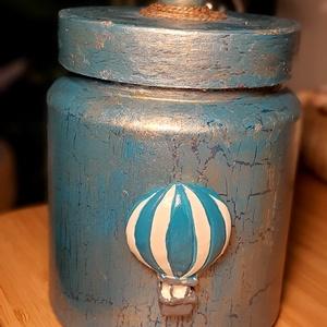 Díszdoboz kék hőlégballonnal, Otthon & Lakás, Dekoráció, Díszdoboz, Festett tárgyak, Újrahasznosított alapanyagból készült termékek, Ez a díszdoboz újrahasznosított, új életet adtam neki varázsműhelyemben :) Mindenféle kincset, kávék..., Meska