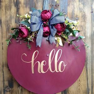 Bordó kopogtató , Otthon & lakás, Dekoráció, Dísz, Lakberendezés, Ajtódísz, kopogtató, Festett tárgyak, Virágkötés, Falapra készült, kézzel festett, majd selyemvirágokkal dekorált ajtódísz/kopogtató. , Meska