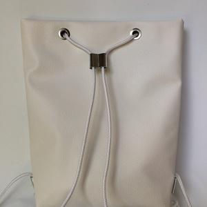 TEKLA bag törtfehér ezüst bőr zsebes hátizsák (hegymegigabi) - Meska.hu