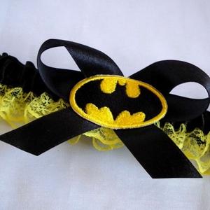 Batman szatén combcsipke, Esküvő, Szuper kiegészítő a szuperhősök kedvesének!   Fekete szatén szalaggal és citromsárga csipkével készü..., Meska