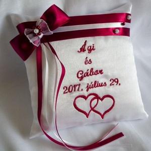 Masnis, gyöngyös hímzett gyűrűpárna dupla szívvel, Esküvő, Gyűrűpárna, Varrás, A nagy nap legszebb kiegészítője lesz, ez a gyönyörű, névvel és dátummal, valamint egy egymásba fonó..., Meska