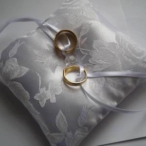 Akció - rózsás gyűrűpárna üveggyönggyel, kicsi, Esküvő, Gyűrűpárna, Hófehér, rózsa mintás brokát anyagból készült gyűrűpárna, gyönyörű csiszolt csillogó üveggyönggyel d..., Meska
