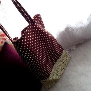 Barna pöttyös, virágos vászon táska, öko szatyor, Otthon & Lakás, Barna pöttyös és alul színben hozzá passzoló apró virágos mintázatú vászon alapú, romantikus hangula..., Meska