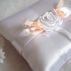 Rózsaözön esküvői gyűrűpárna , Esküvő, Menyasszonyi ruha, Varrás, Elegáns gyűrűpárna örök romantikusoknak!\n\nFényes, szatén selyem anyagból készült gyűrűpárna meseszép..., Meska
