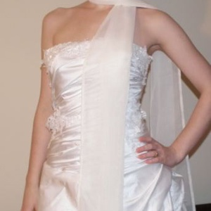 Muszlin stóla, vállkendő - ekrü, Esküvő, Varrás, Muszlinból készült hosszú stóla, vállkendő esküvőre, szalagavatóra, alkalmi ruhához!\nSzíne: ekrü\nEgy..., Meska