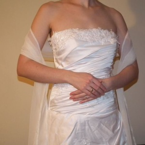 Hófehér muszlin stóla, vállkendő, Esküvő, Varrás, Hófehér muszlinból készült hosszú stóla, vállkendő esküvőre, szalagavatóra, alkalmi ruhához!\n\nEgysze..., Meska