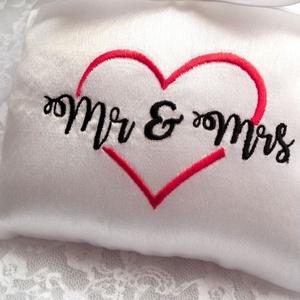 Mr and Mrs hímzett esküvői gyűrűpárna (heidy3) - Meska.hu