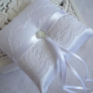 Netti esküvői gyűrűpárna - hófehér, kicsi, Esküvő, Gyűrűtartó & Gyűrűpárna, Kiegészítők, Hófehér,  fényes, szatén selyem anyagból, csipkével, szatén szalaggal és egy elegáns strassz hatású ..., Meska
