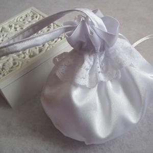 Csipkével díszített esküvői szütyő, Táska, Kiegészítők, Esküvő, Varrás, Mindenmás, Hófehér, fényes szatén selyem anyagból készült klasszikus, buggyos menyasszonyi kis táska az apróság..., Meska