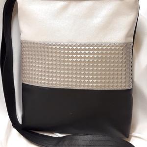 Textilbőr mini oldaltáska, Táska & Tok, Kézitáska & válltáska, Vállon átvethető táska, Varrás, Textilbőr kisebb méretű táskát készitettem.\nMéret:24×27cm,belül cipzáros zsebbel.\n, Meska