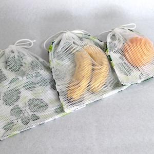 Zöldség-gyümölcs zsák szett - 3 db-os, Táska & Tok, Bevásárlás & Shopper táska, Zöldség/Gyümölcs zsák, Varrás, Mintás pamutvászonból készült gyümölcsös és zöldséges zsákok, egyoldali zsinórral húzhatók zárhatóak..., Meska