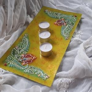 35×17 cm téglalap üvegtál, Otthon & lakás, Dekoráció, Lakberendezés, Gyertya, mécses, gyertyatartó, Asztaldísz, Festett tárgyak, 35×17 cm-es hosszúkás gyertyatartó üvegtál, vagy ki aminek szeretné :) magyaros mintával, sárga szín..., Meska