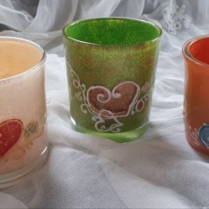 Mécsestartó poharak szív mintával színes variációval :) , Gyertya & Gyertyatartó, Dekoráció, Otthon & Lakás, Festett tárgyak, Mécsestartó poharak különféle színekben, szív mintával...termékeim között megtalálhatók még többféle..., Meska