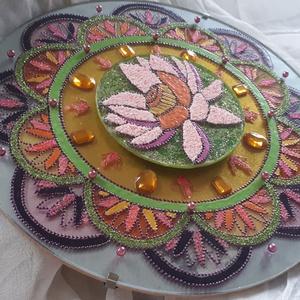 Lótusz virágos 3D mandala 25 cm, Mandala, Dekoráció, Otthon & Lakás, Festett tárgyak, Lótusz virágos mandala 25 cm átmérőjű üveglapra festve. Termékeim között van egyéb gyertyatartó pohá..., Meska