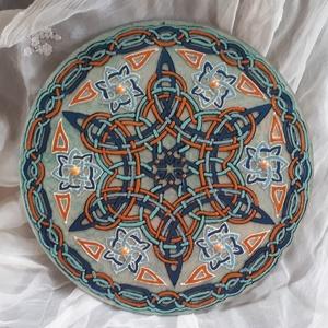 Kelta szimbólumos mandala 25 cm, plexire festve, Otthon & lakás, Dekoráció, Lakberendezés, Falikép, Plexi lapra festett, nem törékeny, kelta szimbólumos mandala...termékeim között megtalálhatók egyéb ..., Meska