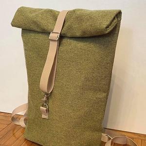 Zöld színű roll up vászon hátitáska, Táska & Tok, Hátizsák, Kishátizsák, Varrás, Zöld színű roll up hátitáska.  Cipzárral és mágneszárral záródik a táska.\n\nMéretei: \nhossz:  35,5 cm..., Meska