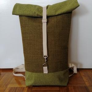 Zöld színű roll up vászon hátitáska, Táska & Tok, Hátizsák, Varrás, Zöld színű  vászon roll up hátitáska.  Az eleje és a hátulja különbözik egymástól.\nCipzárral és mágn..., Meska