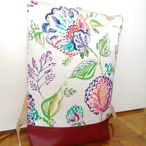 Fehér alapon virág mintás hátitáska - Meska.hu