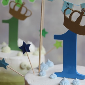 Első születésnapi dekoráció Tortadísz egy éves babának Hűtőmágnes tortadísz, Otthon & lakás, Dekoráció, Ünnepi dekoráció, Konyhafelszerelés, Hűtőmágnes, Gyerek & játék, Gyerekszoba, Baba falikép, Famegmunkálás, Festett tárgyak, Tortadísz a kiskirályfi első szülinapjára. Baba születésnapi tortára egy különleges dísz, amely a le..., Meska