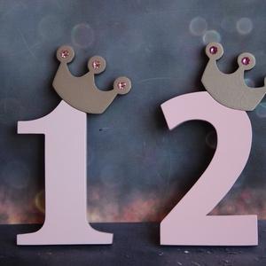 Első, második, harmadik születésnapi dekoráció Tortadísz egy éves babának Hűtőmágnes tortadísz, Otthon & lakás, Dekoráció, Ünnepi dekoráció, Konyhafelszerelés, Hűtőmágnes, Gyerek & játék, Gyerekszoba, Baba falikép, Famegmunkálás, Festett tárgyak, Tortadísz a kis hercegnő első szülinapjára, vagy a másodikra, harmadikra.\nBaba születésnapi tortára ..., Meska