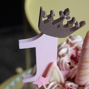 Kislány születésnapi dekoráció / hűtőmágnes Tortadísz lányoknak különleges kristályos koronával Hűtőmágnes tortadísz (hellodekorbolt) - Meska.hu