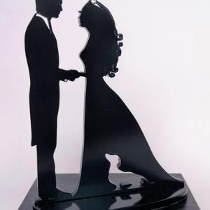Nászpár tacskóval Esküvői tortadísz csúcsdísz Kutyás menyasszony és vőlegény Esküvői dekoráció tortára , Sütidísz, Dekoráció, Esküvő, Famegmunkálás, Festett tárgyak, A menyasszony és a vőlegény tacsival/tacskóval. Miért is ne kerülhetne rá a tortára a kis kedvenc is..., Meska
