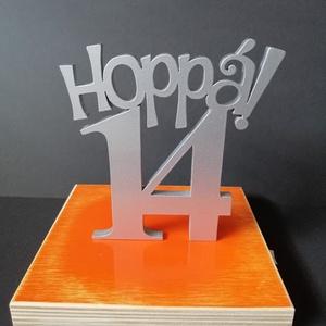 Hoppá 14, 14. születésnapi humoros tortadísz /hűtőmágnes Tortadekoráció Születésnapi tortadísz, Otthon & lakás, Dekoráció, Ünnepi dekoráció, Konyhafelszerelés, Hűtőmágnes, Ballagás, Famegmunkálás, Festett tárgyak, 14. szülinapra készült ez a tortadísz, de természetesen más évszámmal is készülhet. Nagyon vagány, a..., Meska