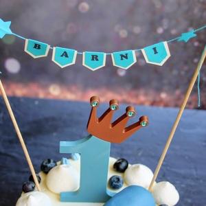 Zászlófűzér tortára Neves zászlósor tortadísz Tortazászló Tortagirland Szülinapi tortadekoráció Névzászló , Otthon & Lakás, Konyhafelszerelés, Sütidísz, Papírművészet, Születésnapi tortára való zászlófűzér az ünnepelt nevével. Két egymással harmonizáló színű kartonból..., Meska