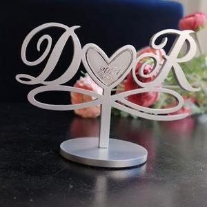 Esküvői tortadísz/csúcsdísz Monogrammos menyasszonyi torta Esküvői dekoráció tortára Mágneses dekoráció, Esküvő, Dekoráció, Sütidísz, Famegmunkálás, Festett tárgyak, A menyasszony és a vőlegény nevének kezdőbetűi egy szívet fognak közre, alattuk pedig a végtelen jel..., Meska