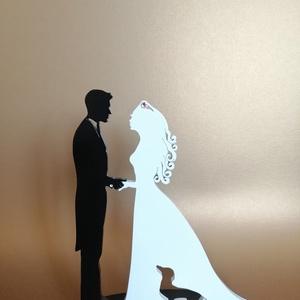 Nászpár tacskóval fekete-fehér Esküvői tortadísz csúcsdísz Kutyás menyasszony és vőlegény Esküvői dekoráció tortára , Esküvő, Dekoráció, Sütidísz, A menyasszony és a vőlegény tacsival/tacskóval. Miért is ne kerülhetne rá a tortára a kis kedvenc is..., Meska