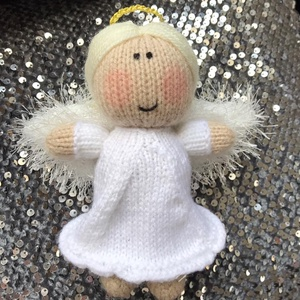Kötött angyalka, Dekoráció, Otthon & lakás, Dísz, Játék, Gyerek & játék, Játékfigura, Kötés, Édes kis kötött angyalka, nem csak karácsonyra kiváló ajándék. \n\nMérete: 15 cm\nSúlya: 42 g\nAnyaga: a..., Meska