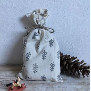 Nyers vászon ajándék zsák, vagy Mikulás zsák Skandináv stílusban, Gyerek & játék, Karácsony, Ünnepi dekoráció, Dekoráció, Otthon & lakás, Ajándékzsák, Varrás, Egyedi, saját készítésű pecsétekkel, kézzel nyomdázott, nyers pamutvászonból készült ajándék zsák, K..., Meska