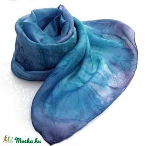 Éjszaka kékjei hernyóselyem sál, Táska, Divat & Szépség, Női ruha, Ruha, divat, Estélyi ruha, Selyemfestés, Az éjszaka kékjei márványos színátmeneteivel kézzel festettem sálamat. Enyhén fényes felületű selyem..., Meska