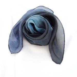 Éjszaka hernyóselyem kendő, Táska, Divat & Szépség, Női ruha, Ruha, divat, Éjszaka kék színei ihlették ezt a nyakba való kis Pongée 0.5 fényes felületű hernyóselyem kendőm. Má..., Meska