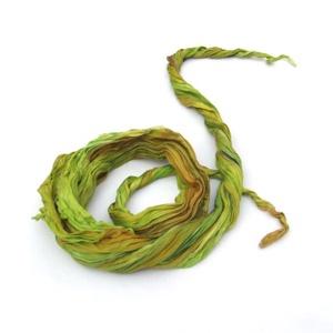 Akác levél zöld gyűrt hernyóselyem sál, Táska, Divat & Szépség, Női ruha, Ruha, divat, Estélyi ruha, Selyemfestés, Akác levél zöld gyűrt sálamat zöldek színátmeneteivel festettem kendőmet, majd összegyűrtem, hogy iz..., Meska