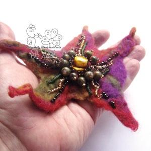 Nemez kitűző bross hajékszer gyöngyökkel őszi színekben (Hera) - Meska.hu